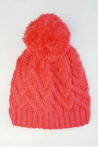 Koralinė kepurė su bumbulu
