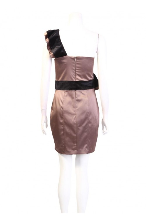Ruffle suknelė per petį