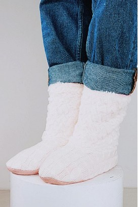 FAUX FUR KNITTED TAPKĖS